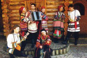 Знакомим  детей с традициями русского народа.