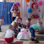 """""""Цыплята"""" и """"Воробушки"""" побывали в кукольном театре."""